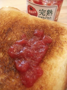 トマトジャムパン.JPG