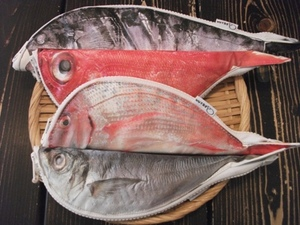 魚ポーチ四匹.JPG