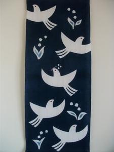 鳥とスズラン.JPG